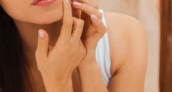 Perché i prodotti AHA e BHA sono indispensabili per la cura della pelle