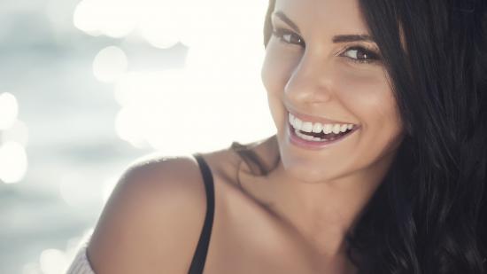 Come prendersi cura della pelle affetta da acne e contrastare allo stesso tempo i segni del tempo